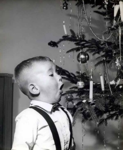 http://builtbykids.com/21-vintage-christmas-trees/