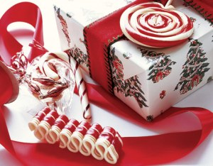 http://festivalsadvices.com/christmas-gift-wrap-ideas/
