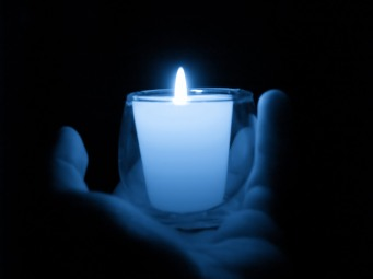 candle-hand-blue